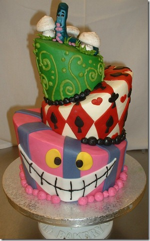 Alice in Wonderland Cake by Kahlan4 thumb 100 Amazing Examples Of Art You Can Eat