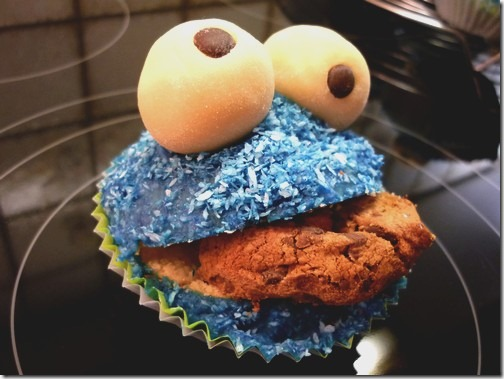 Cookie Monster Muffin by RianeFinn thumb 100 Amazing Examples Of Art You Can Eat