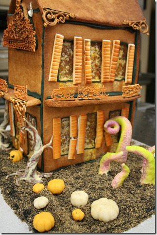Haunted Gingerbread House III by ZonbiKeki thumb 100 Amazing Examples Of Art You Can Eat
