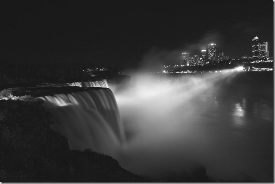 Niagara Falls at Night by kla91 thumb 40 Amazing photos of Niagara Falls