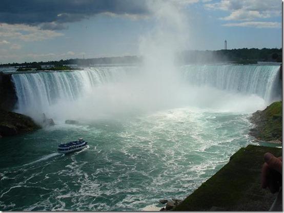 Niagara_Falls_by_shweedz