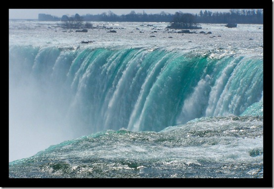 The Falls by losingmymind thumb 40 Amazing photos of Niagara Falls