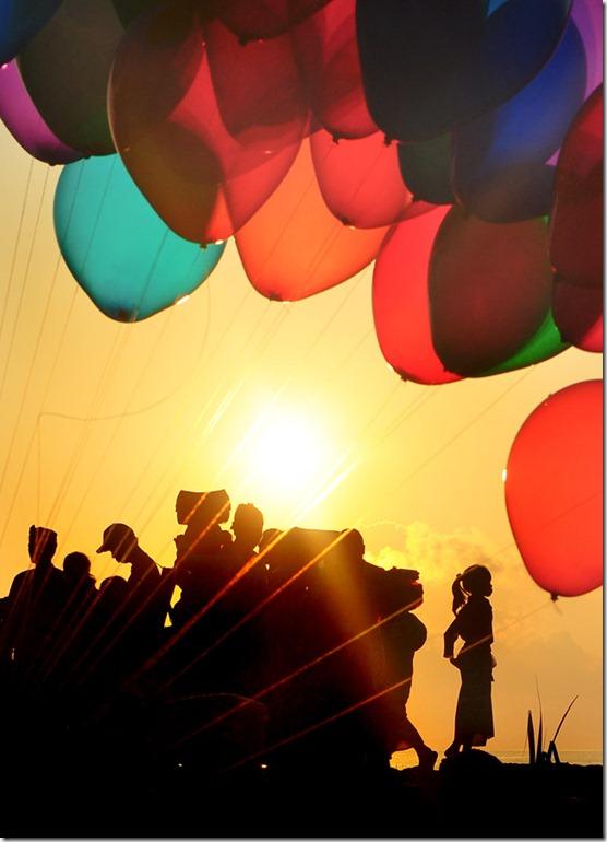 a_girl_under_ballon_by_tudik