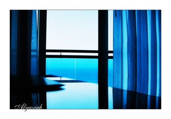 by Alyaziah 550x382 Into The Blue