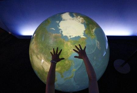 0013729e4abe09dba15558 26 Inspiring Digital Globes