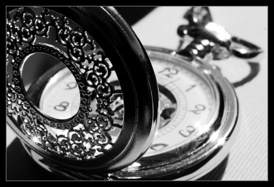 Black and white pocket watch by ClawzSkunk 550x375 Stuning Black And White Photo Manipulations