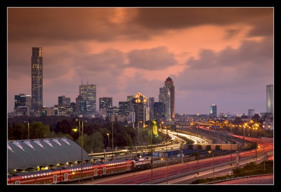 City Lights  by israelfi 550x376 Modern Photography: City Lights
