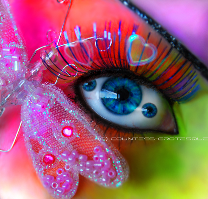 Psychedelic_eye_by_GrotesquePuPPyMeow
