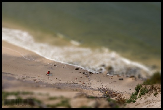 Tilt By The Sea 550x370 47 Examples Of Tilt   Shift Photography